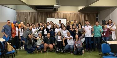 Felipe Inácio compartilha sua história de vida com alunos do ensino Eja