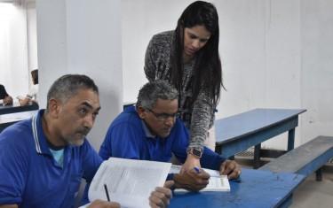 Morador de Goiânia desenvolve projeto que leva escola para obras